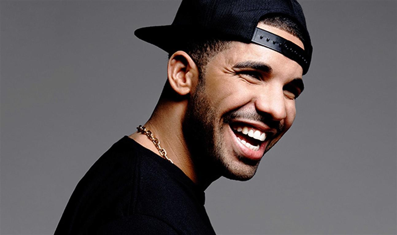 Drake-Smile-HD-Wallpaper